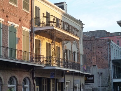 architecture-Apartment-French Quarter-New Orleans-La-3333131_1920pixabay